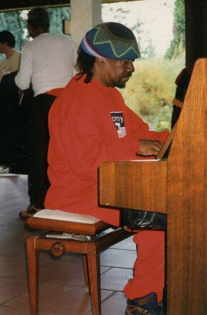 Lester Sterling playing the piano at Buffalo Grill in Limoges 1996